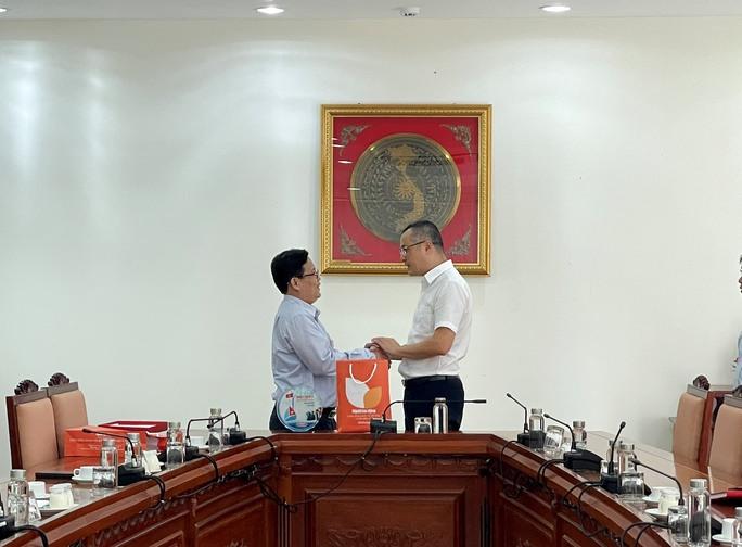 Đưa Phú Yên xứ sở hoa vàng trên cỏ xanh thành địa phương mạnh về kinh tế du lịch - Ảnh 1.