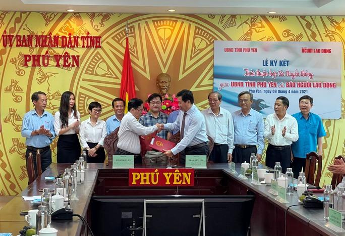 Đưa Phú Yên xứ sở hoa vàng trên cỏ xanh thành địa phương mạnh về kinh tế du lịch - Ảnh 2.