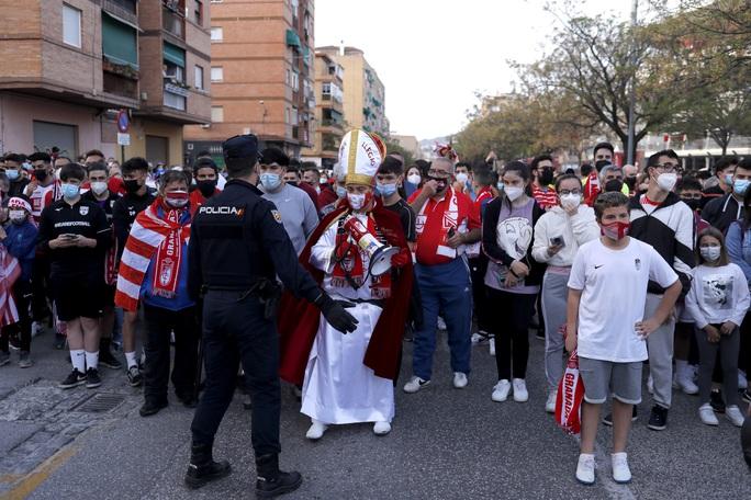 Hạ đẹp chủ nhà Granada, Man United chờ vé bán kết Europa League - Ảnh 1.