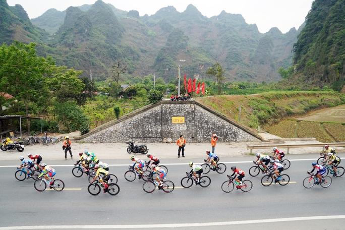 Vượt ải Chi Lăng, Nguyễn Tấn Hoài xé Áo vàng và Áo xanh tại Hà Nội  - Ảnh 2.