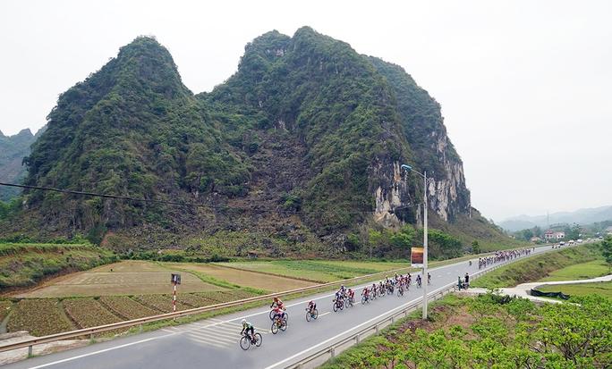 Vượt ải Chi Lăng, Nguyễn Tấn Hoài xé Áo vàng và Áo xanh tại Hà Nội  - Ảnh 3.