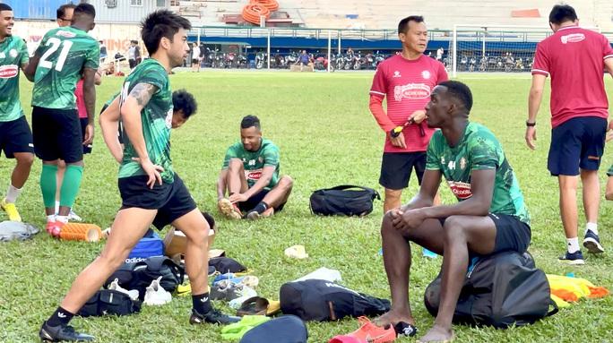 Sài Gòn FC mua trung vệ Pape Diakite từ CLB TP HCM - Ảnh 1.