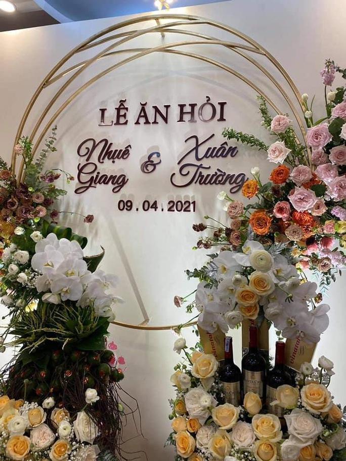 HLV Kiatisak chúc mừng lễ ăn hỏi của Lương Xuân Trường - Ảnh 1.