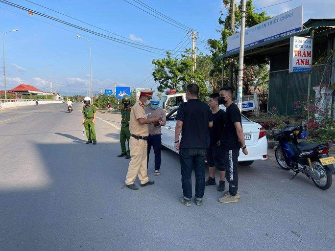 Chặn bắt ôtô chở 3 người Trung Quốc nhập cảnh chui  - Ảnh 1.