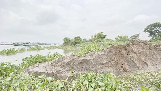 CLIP: Làm rõ vụ dân tố doanh nghiệp khai thác cát trái phép gây sạt lở bờ sông - Ảnh 3.
