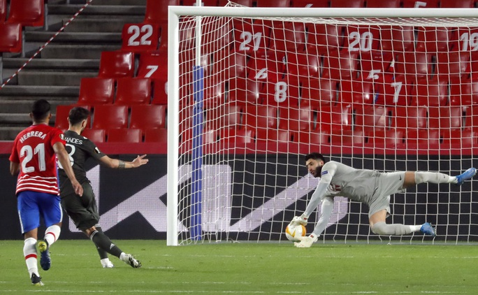 Hạ đẹp chủ nhà Granada, Man United chờ vé bán kết Europa League - Ảnh 7.