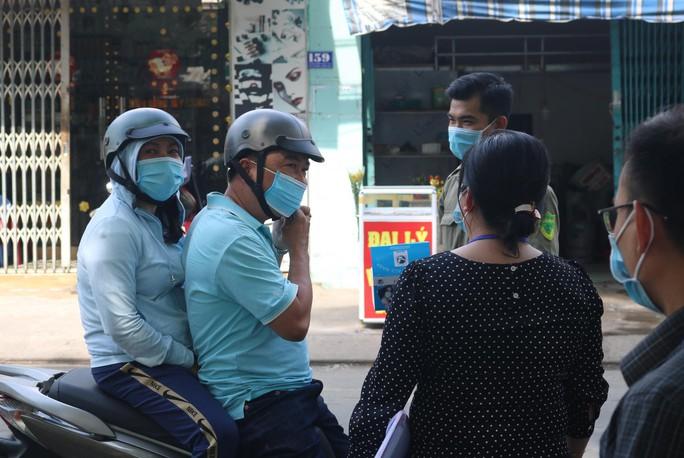 TP HCM: Nhiều người vẫn không đeo khẩu trang nơi công cộng - Ảnh 4.