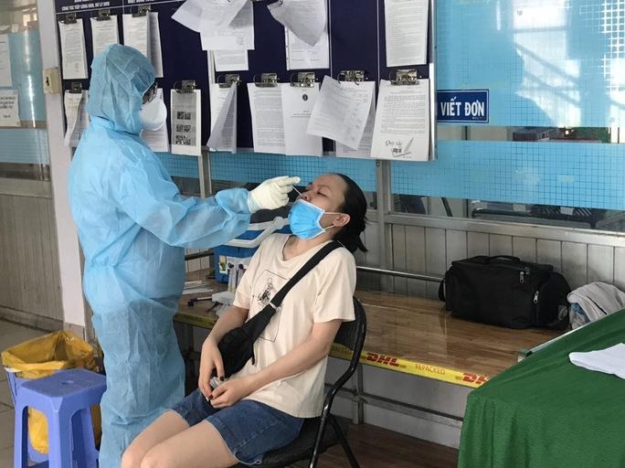 Thở phào với hàng trăm kết quả tiếp xúc ca mắc Covid-19 ở quận Bình Tân - Ảnh 1.