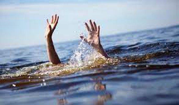 Nam sinh viên tử vong sau khi cứu được 4 nữ sinh bị sóng biển cuốn - Ảnh 1.