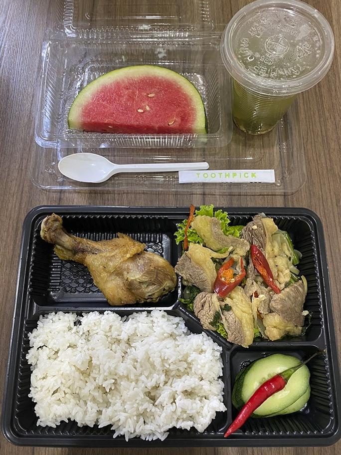Vụ khách tố thức ăn có giòi: Dừng việc tự ý nấu thức ăn cho khách cách lý - Ảnh 3.
