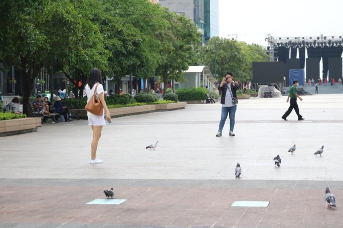 TP HCM: Nhiều người vẫn không đeo khẩu trang nơi công cộng - Ảnh 5.