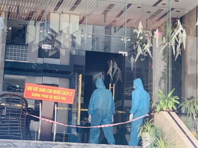 Khánh Hòa lập đoàn kiểm tra thông tin khách cách ly tố khách sạn đưa thức ăn có giòi - Ảnh 2.