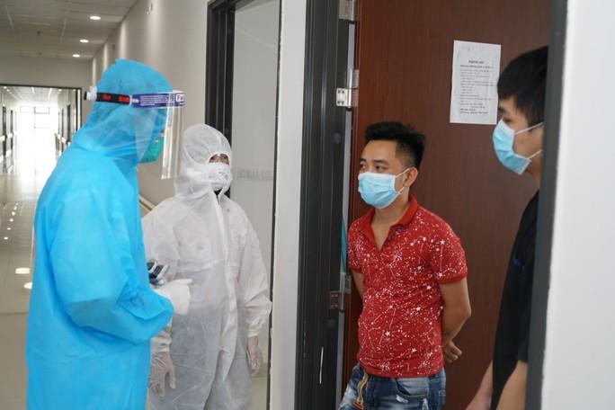 Cận cảnh bên trong khu điều trị gần 400 bệnh nhân Covid-19 và trường hợp F1 - Ảnh 6.