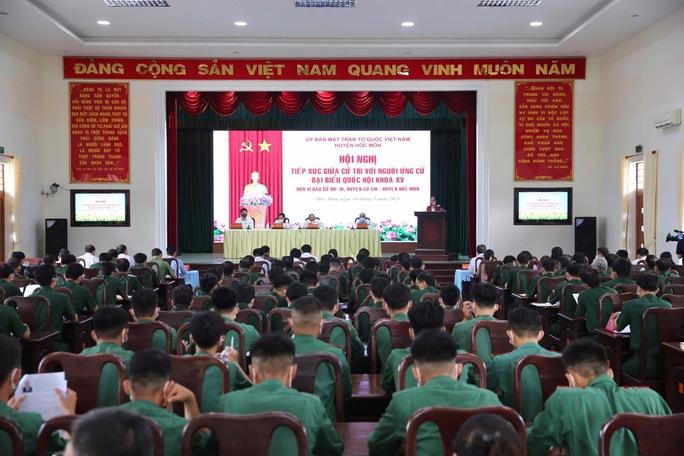 Chủ tịch nước Nguyễn Xuân Phúc tiếp xúc cử tri quân đội - Ảnh 3.