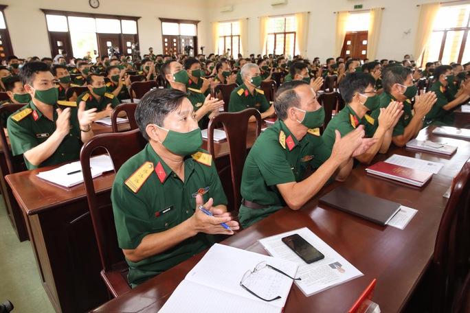 Chủ tịch nước Nguyễn Xuân Phúc tiếp xúc cử tri quân đội - Ảnh 4.