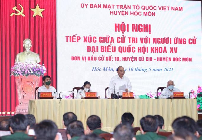 Chủ tịch nước Nguyễn Xuân Phúc tiếp xúc cử tri quân đội - Ảnh 2.