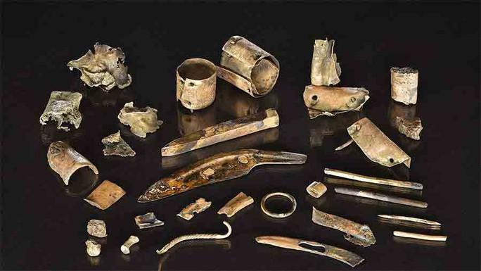 Khai quật hàng đống ve chai, hóa ra kho tiền cổ vô giá 2.300 tuổi - Ảnh 1.