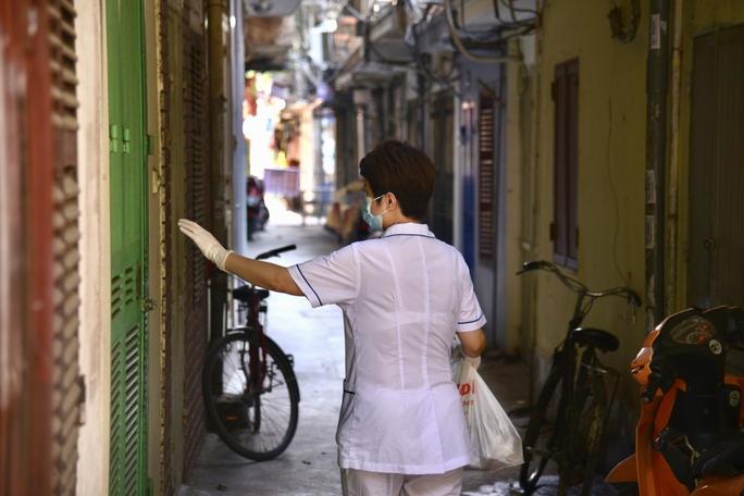 Phong tỏa 25 hộ dân ở Hà Nội nơi có bé trai 1 tuổi dương tính với SARS-CoV-2 - Ảnh 3.