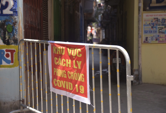 Phong tỏa 25 hộ dân ở Hà Nội nơi có bé trai 1 tuổi dương tính với SARS-CoV-2 - Ảnh 5.