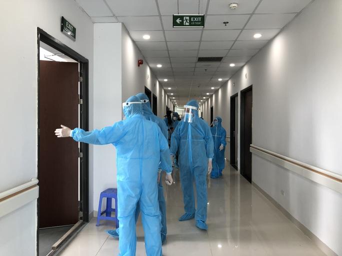 Cận cảnh bên trong khu điều trị gần 400 bệnh nhân Covid-19 và trường hợp F1 - Ảnh 7.