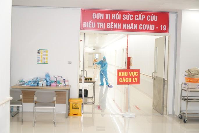 Cận cảnh bên trong khu điều trị gần 400 bệnh nhân Covid-19 và trường hợp F1 - Ảnh 5.