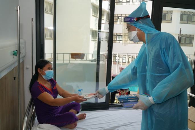 Cận cảnh bên trong khu điều trị gần 400 bệnh nhân Covid-19 và trường hợp F1 - Ảnh 12.