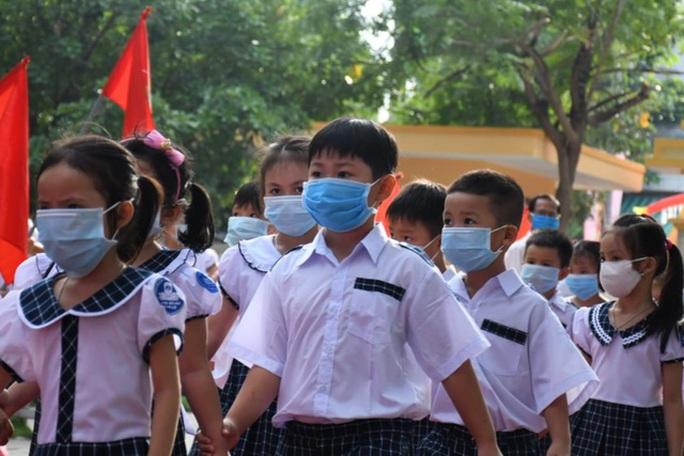 Quảng Ngãi: Ngừng thực hiện giãn cách xã hội, cho học sinh đi học trở lại từ 12-5 - Ảnh 2.