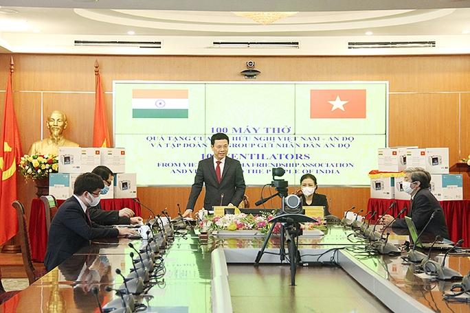 Bộ trưởng Nguyễn Mạnh Hùng trao tặng 100 máy thở cho Ấn Độ - Ảnh 3.