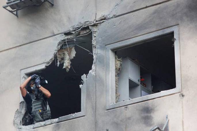 Israel hứng mưa rốc-két từ dải Gaza, 12 người thương vong - Ảnh 2.