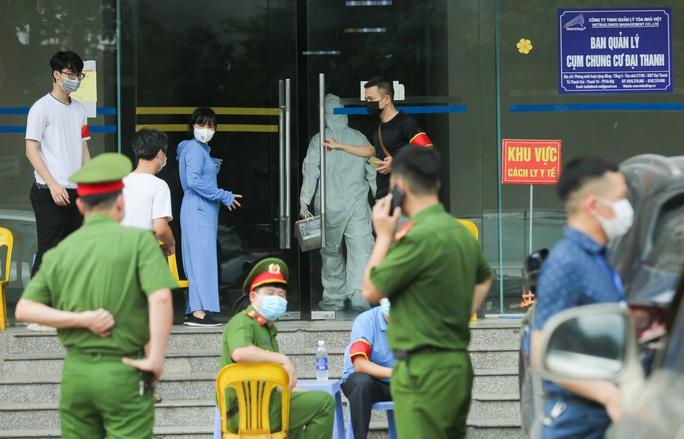 CLIP: Phong toả tòa nhà chung cư Đại Thanh có ca dương tính SARS-CoV-2 phức tạp - Ảnh 13.