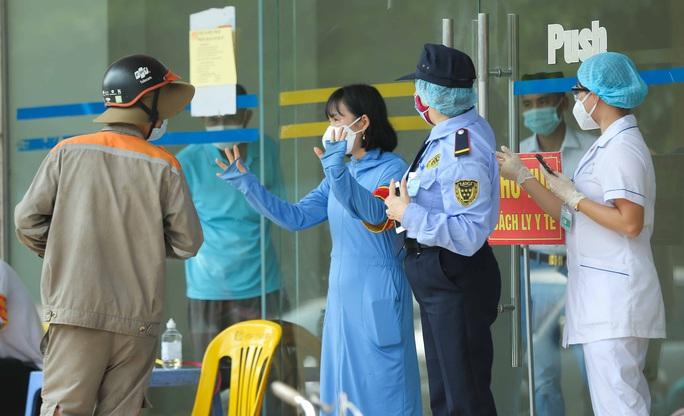 CLIP: Phong toả tòa nhà chung cư Đại Thanh có ca dương tính SARS-CoV-2 phức tạp - Ảnh 14.