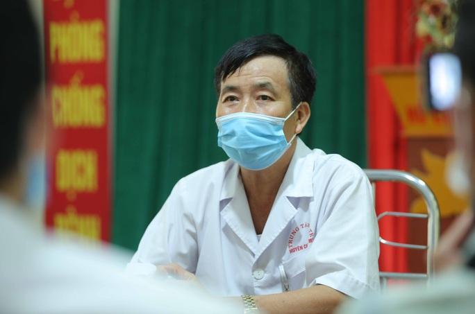Câu chuyện xúc động của bác sĩ trong bức ảnh nhân viên y tế đi xe ba gác vào vùng dịch - Ảnh 4.