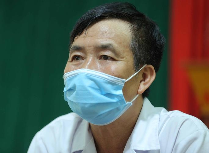 Câu chuyện xúc động của bác sĩ trong bức ảnh nhân viên y tế đi xe ba gác vào vùng dịch - Ảnh 5.