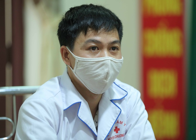 Câu chuyện xúc động của bác sĩ trong bức ảnh nhân viên y tế đi xe ba gác vào vùng dịch - Ảnh 7.