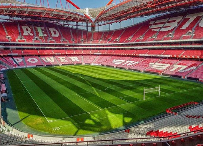 Chưa xác định sân đấu chung kết Champions League - Ảnh 1.