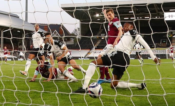 Fulham thua chung kết ngược, Ngoại hạng Anh đủ 3 suất rớt hạng - Ảnh 3.