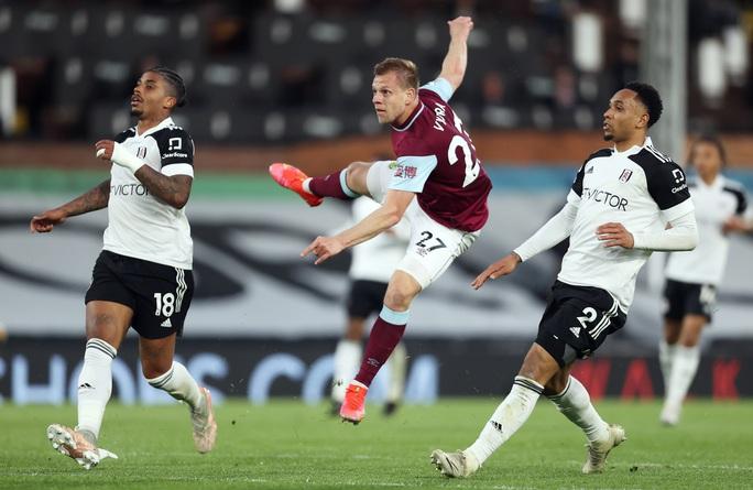 Fulham thua chung kết ngược, Ngoại hạng Anh đủ 3 suất rớt hạng - Ảnh 1.