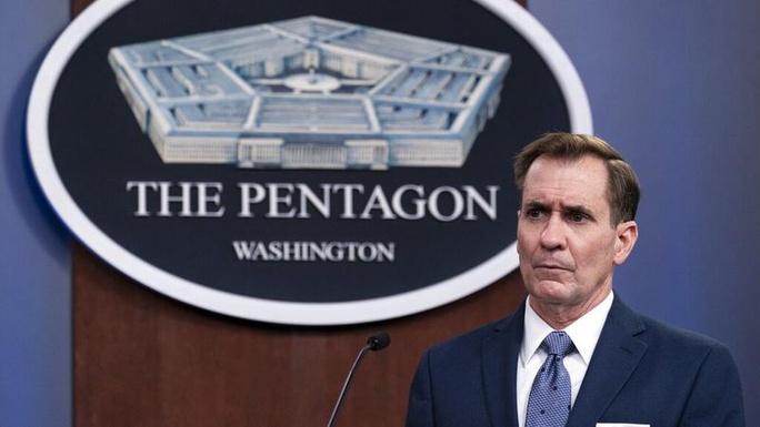 Mỹ bắn cảnh cáo 13 tàu chiến Iran áp sát nguy hiểm - Ảnh 1.