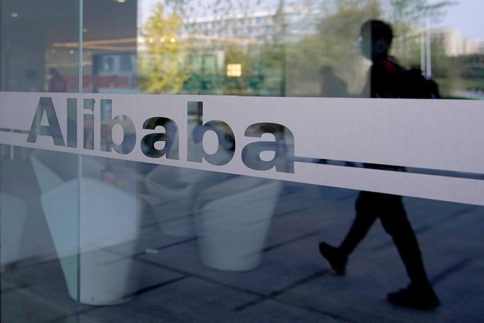 Tỉ phú Jack Ma bất ngờ đến trụ sở Alibaba - Ảnh 2.