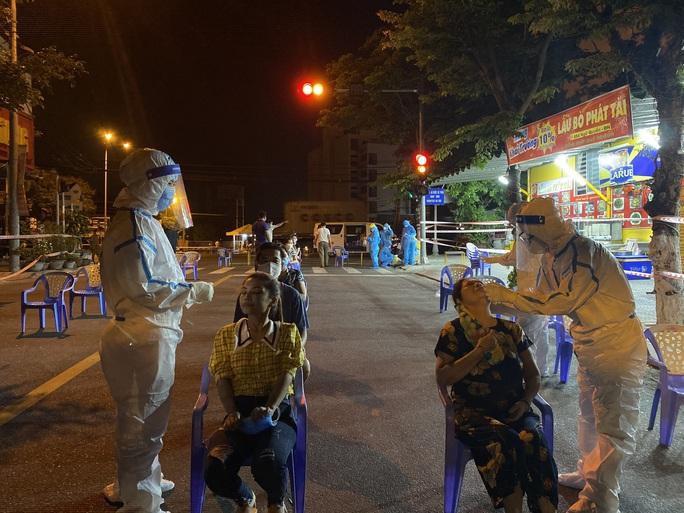 Đà Nẵng: Hơn 30 ca nghi nhiễm Covid-19, phong tỏa khẩn cấp KCN An Đồn trong đêm - Ảnh 8.