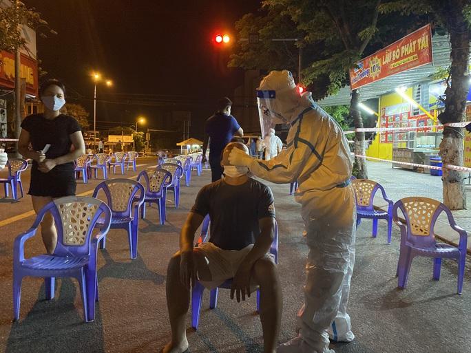 Đà Nẵng: Hơn 30 ca nghi nhiễm Covid-19, phong tỏa khẩn cấp KCN An Đồn trong đêm - Ảnh 9.