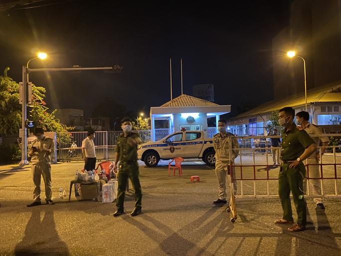 Đà Nẵng: Hơn 30 ca nghi nhiễm Covid-19, phong tỏa khẩn cấp KCN An Đồn trong đêm - Ảnh 1.
