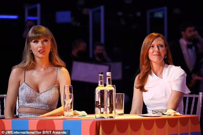Taylor Swift lập kỷ lục mới đáng ngưỡng mộ - Ảnh 1.