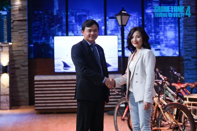 Shark Phú nói Anh chỉ quan tâm đến em thôi gây tranh cãi ở chương trình trên sóng VTV - Ảnh 2.