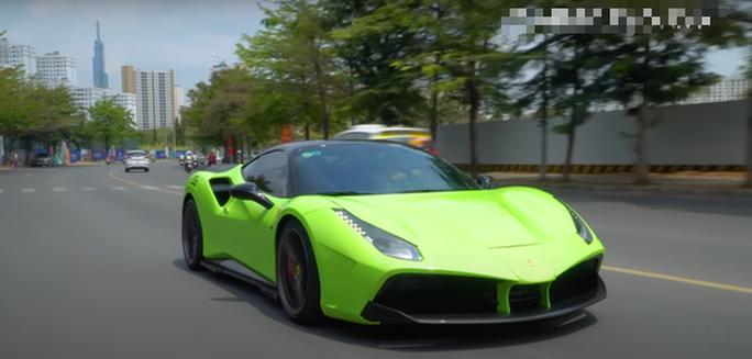 Vụ nam thanh niên lái siêu xe Ferrari bị tạm giữ: Xe thường xuyên...rớt biển số - Ảnh 3.