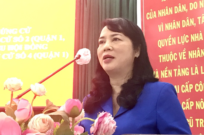 Bí thư Quận ủy quận 1 Trần Kim Yến hứa sẽ đeo bám những khiếu nại của cử tri - Ảnh 1.