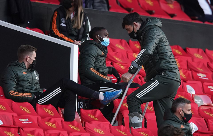 Thua Leicester sân nhà, Man United dâng chức vô địch cho Man City - Ảnh 1.