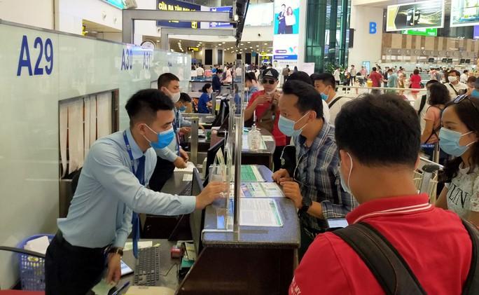 Yêu cầu hãng bay trả lại phí sân bay, an ninh khi hành khách hoàn, hủy vé - Ảnh 1.