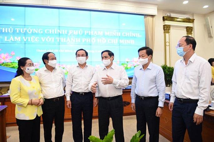 Thủ tướng: Nguồn thu được để lại cho TP HCM phải đầu tư dự án có tính lan toả, kết nối vùng - Ảnh 1.