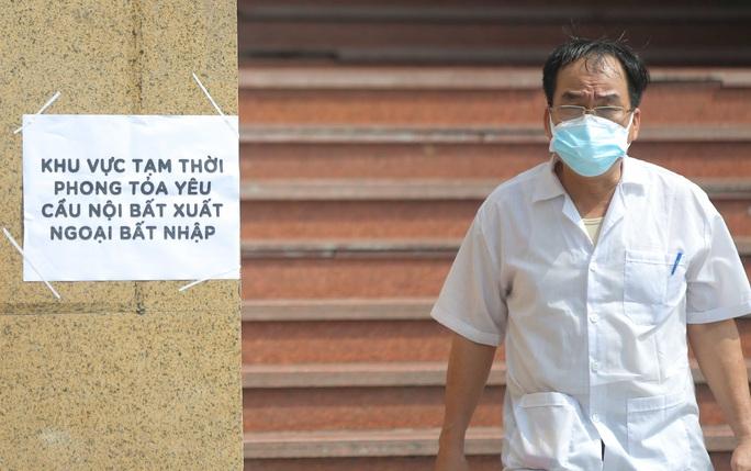 CLIP: Phong toả tòa nhà chung cư Hồ Gươm có ca dương tính SARS-CoV-2 - Ảnh 7.